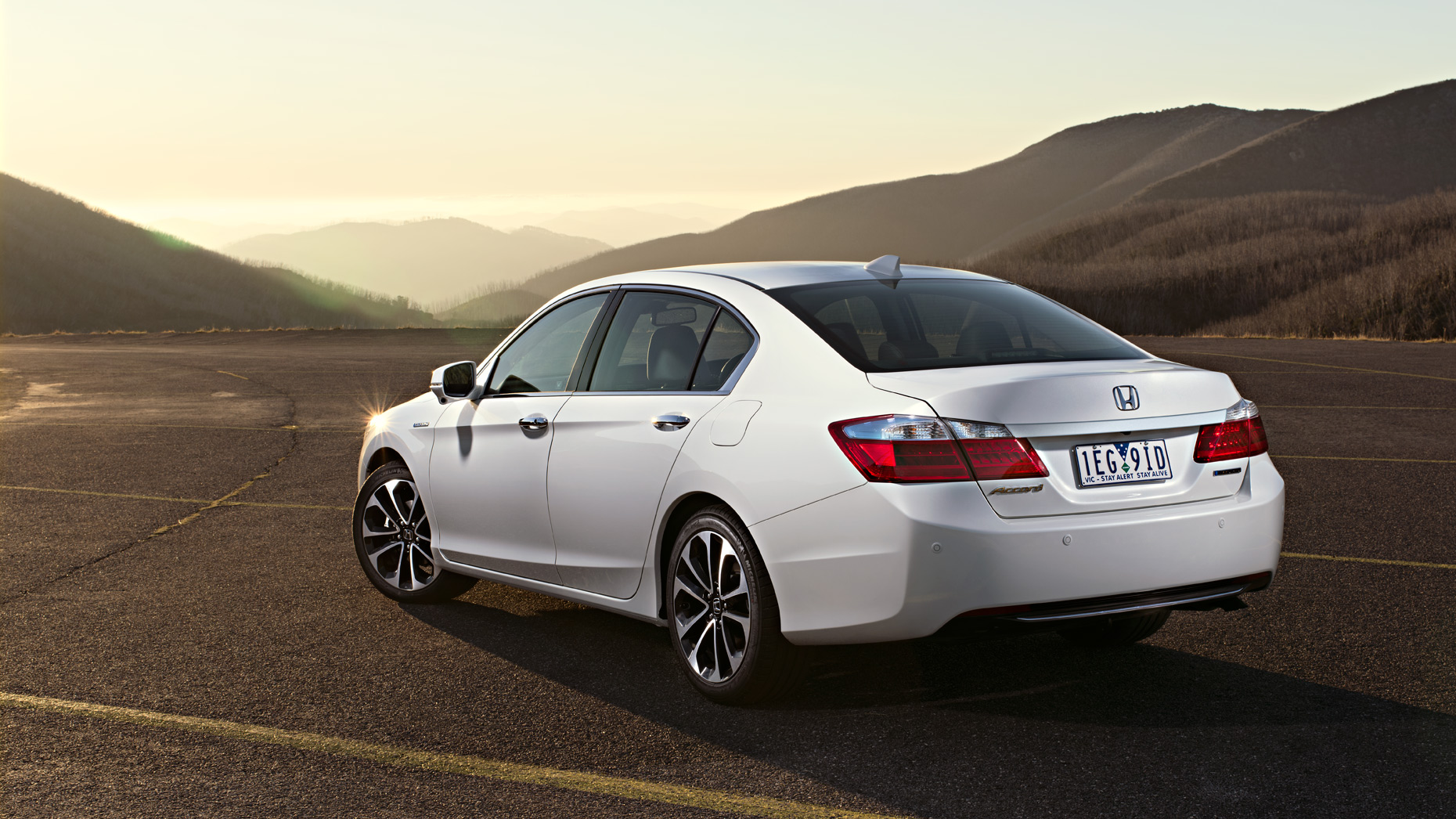 Honda-Accord-Sports-Hybrid_395